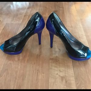 BCBG Blk multicolored heels